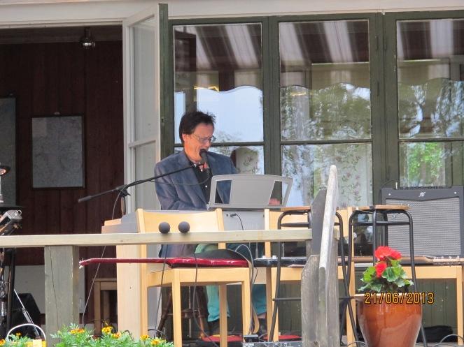 Per-Erik Hallin uppträdde på midsommarafton,